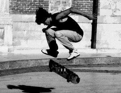 skateboarding-in-the-streets-of-new-york-L-zTnGDH